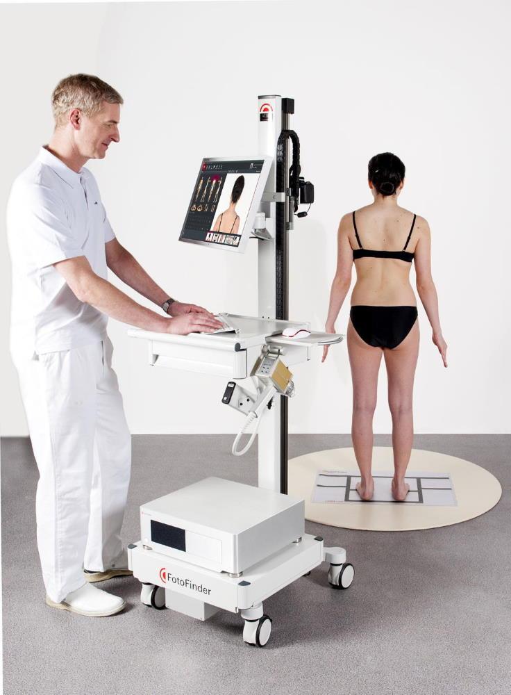 Digitalni pregled kožnih znamenj z napravo FotoFinder ATBM je v izogib kožnemu raku priporočljivo opraviti enkrat na leto.