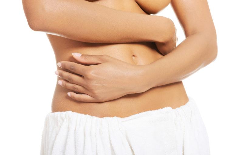 Abdominoplastika je kirurški postopek, s katerim odstranimo odvečno, visečo kožo na trebuhu, ki je največkrat posledica nosečnosti ali obsežnega hujšanja.