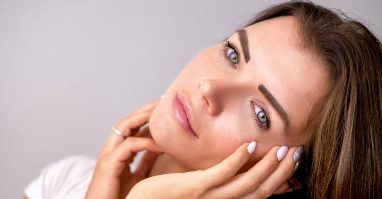 Z uporabo dermalnih polnil s hialuronsko kislino, lahko obrazu na naraven, učinkovit in varen način povrnemo izgubljeni volumen in elastičnost tkiv ter na ta način dosežemo bistveno bolj mladosten videz obraza.