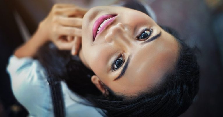 Z dermalnimi polnili lahko dosežemo bistveno bolj svež in mladosten videz našega obraza