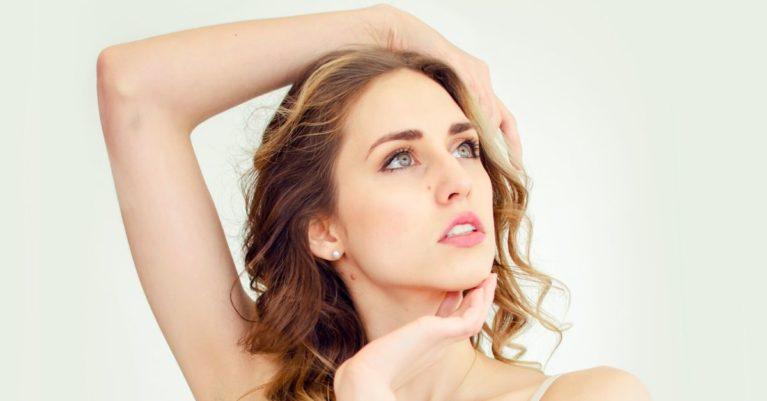 Pomlajevanje obraza z dermalnimi polnili s hialuronsko kislino je minimalno invaziven estetski postopek, zato se lahko takoj po tretmaju vrnete k vsakdanjim opravilom.