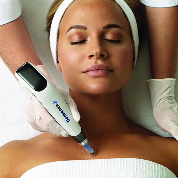 Dermapen terapija z mikroiglicami stimulira kožo, da proizvaja kolagen in se obnovi.