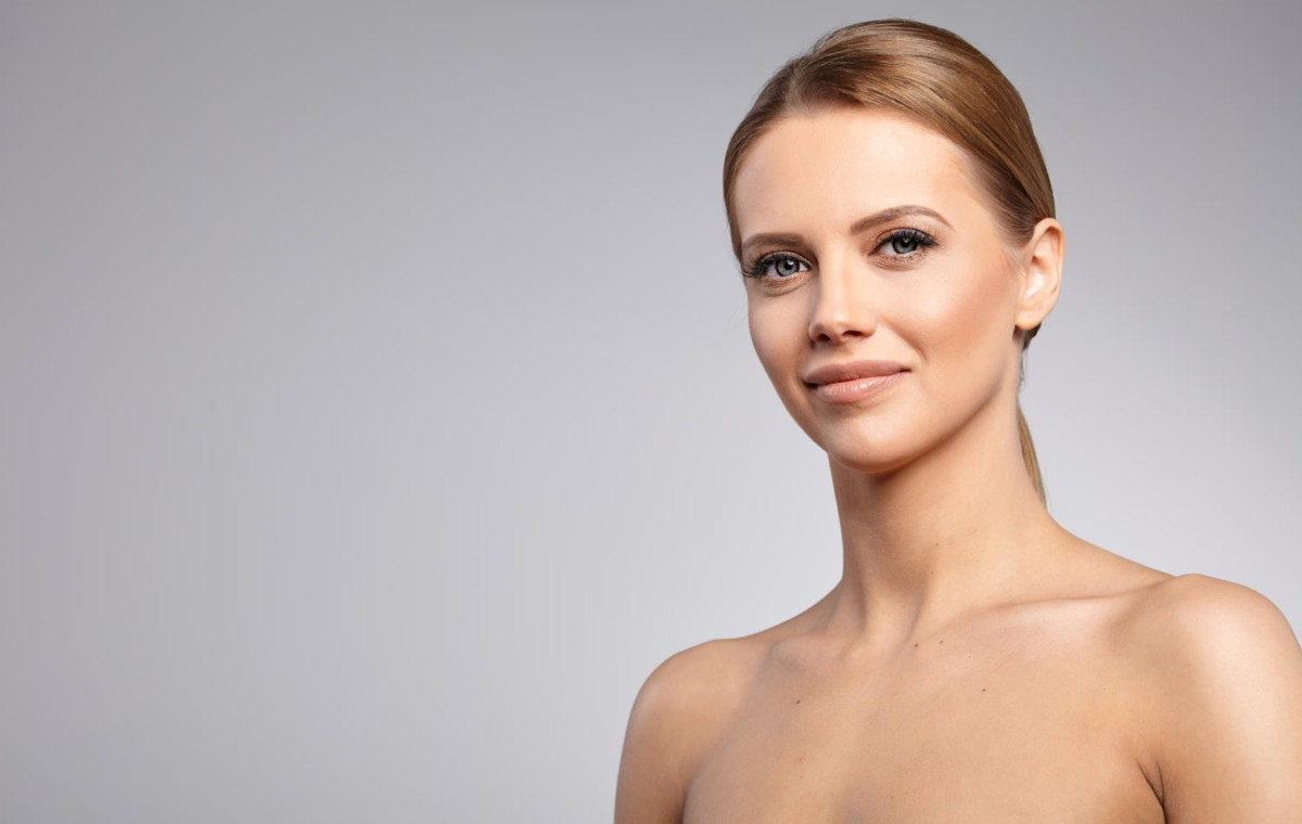 Nekirurški lifting z nitkami je primeren za tiste, ki si ne želijo kirurškega facelifta.