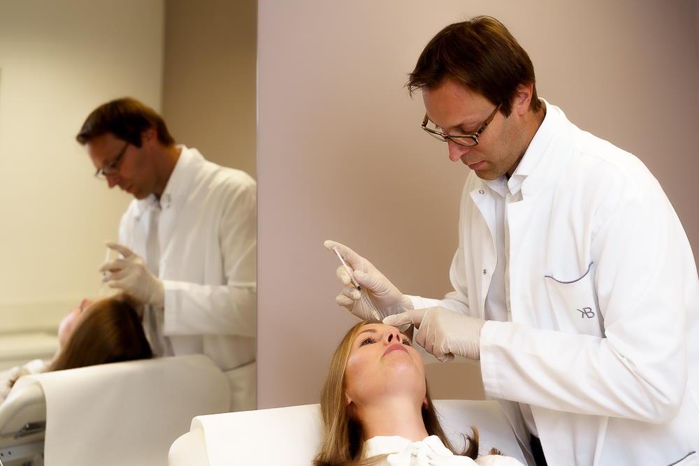 Glajenje gubic z botoksom pomladi in osveži obraz, učinki trajajo do 4 mesece, nato počasi izzvenijo.