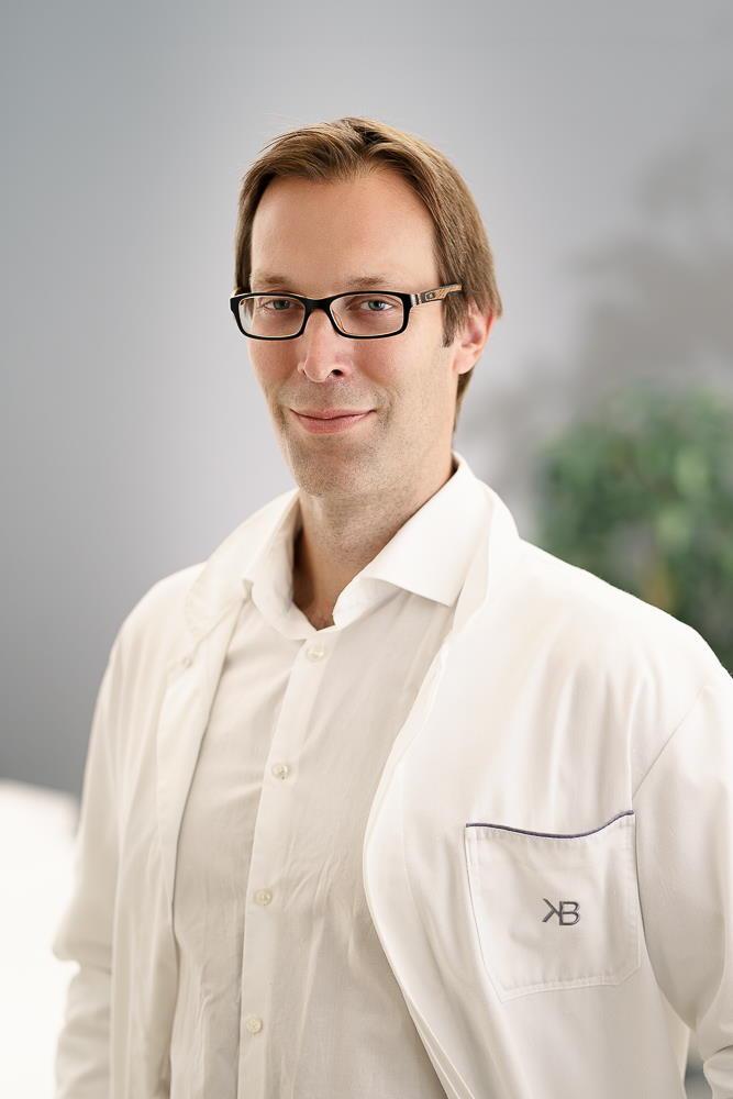 Plastični kirurg dr. Krešimir Božikov je največji strokovnjak za povečanje prsi, operacije nosu in liposukcijo v Sloveniji.