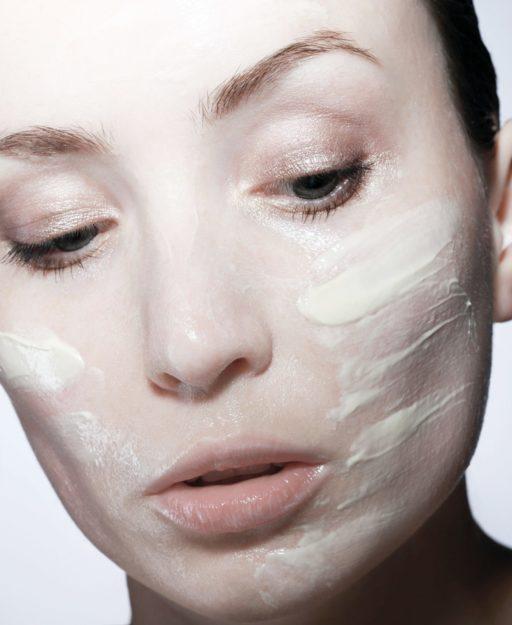 Nega kože je izjemno pomembna za ohranjanje njene vitalnosti in energije, zato vam je na naši kliniki na voljo posebna medicinska kozmetika.
