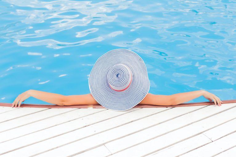 Ustreza nega kože poleti narekuje uporabo kreme z visokim zaščitnim faktorjem, ki je primerna za vašo kožo.