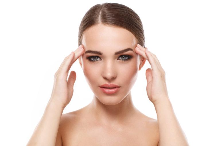Piling s sadnimi kislinami je kemični piling, s katerim obnovimo in pomladimo kožo na obrazu.