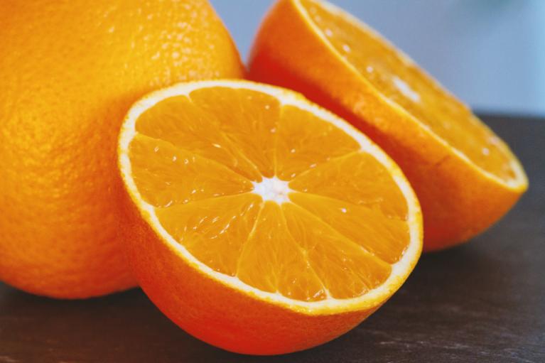 Pomarančna koža, kot pogosto imenujemo celulit, je nočna mora vsake ženske.