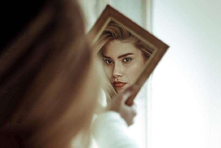 Nekirurško pomlajevanje obraza dandanes zajema številne neinvazivne tehnike, s katerimi obrazu povrnemo svežino, mladostnost in energijo.