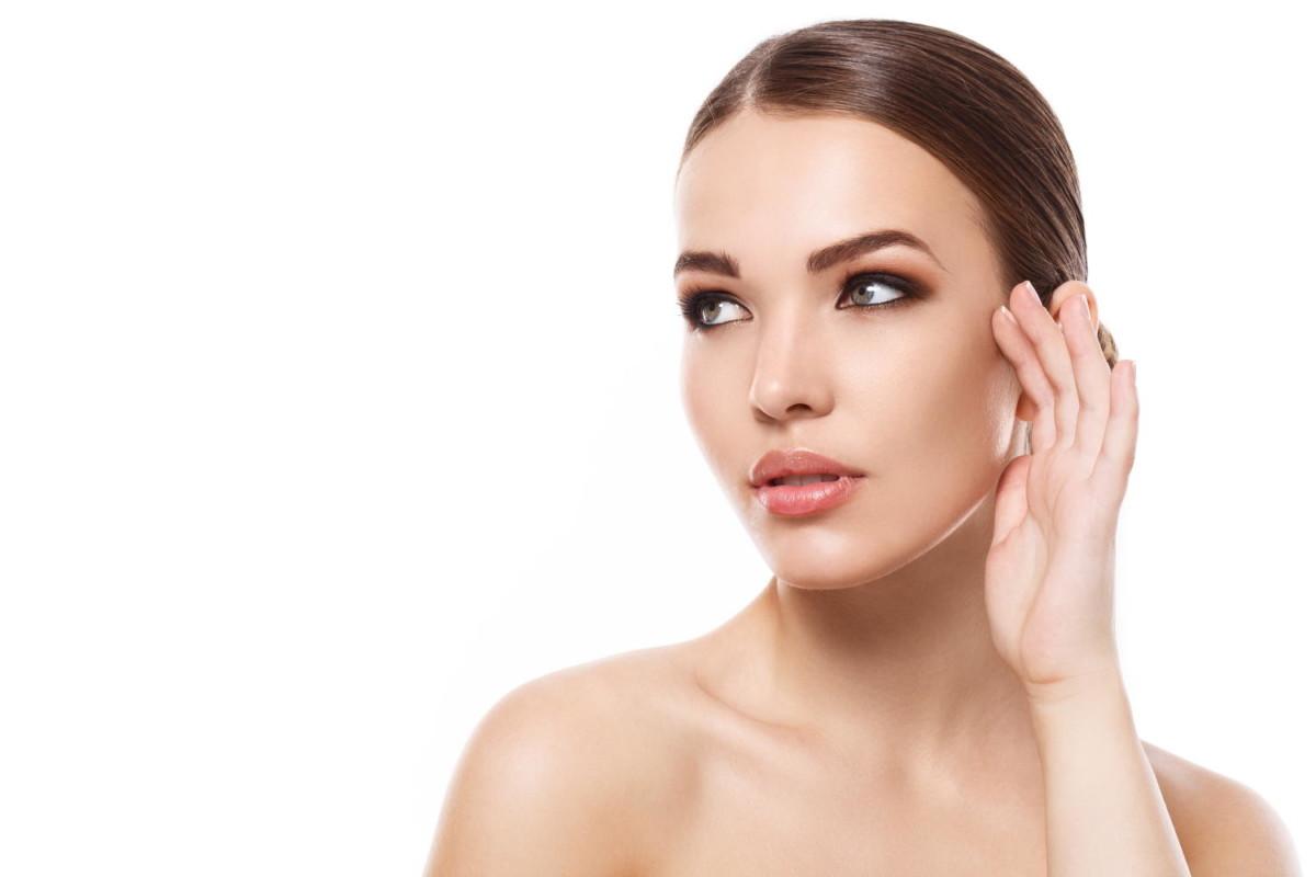 Medicinski diamantni piling - Aquapeel je postopek glajenja kože, ki združuje čiščenje in luščenje kože.