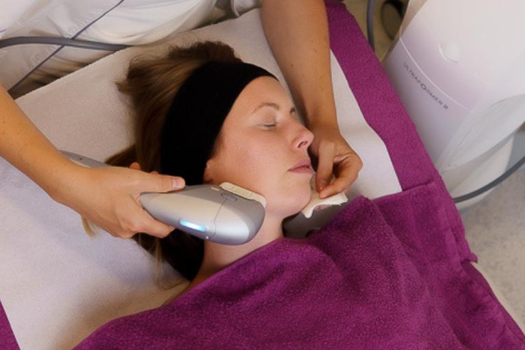 Ulterapija z Ultraformerjem III pripomore k učvrstitvi kože na obrazu, napetosti tkiv ter k zmanjšanju globine gub